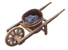 Oude kruiwagen voor druivenvervoer Stock Afbeeldingen