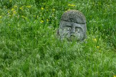 Oude kurgan stelae in Khortytsia isalnd, Zaporizhia, de Oekraïne Stock Foto