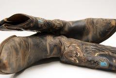 Oude laarzen op vloer Royalty-vrije Stock Afbeeldingen