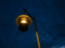 Oude lamp bij nacht Stock Fotografie