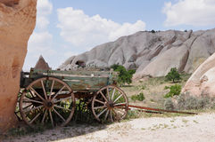 Oude Landbouwbedrijfaanhangwagen - Rode Rose Valley, Goreme, Cappadocia, Turkije Royalty-vrije Stock Afbeelding