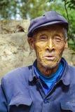 Oude landbouwer in traditioneel blauw Royalty-vrije Stock Fotografie