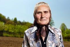 Oude landbouwersvrouw Stock Foto's