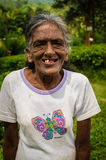 Oude Lankan-grootmoederglimlachen Royalty-vrije Stock Afbeeldingen