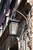 Oude lantaarn op de straat Royalty-vrije Stock Fotografie