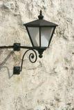 Oude lantaarn op muur Stock Fotografie