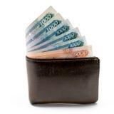 Oude leer bruine portefeuille met één en vijf duizend die roebelsbankbiljetten op witte achtergrond worden geïsoleerd Stock Afbeeldingen