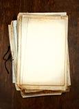Oude lege documenten met platen als achtergrond Stock Foto's