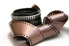 Oude lens met filmstrook stock afbeeldingen