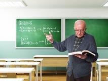 Oude leraar in actie stock fotografie