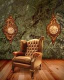 Oude Leunstoel en Oude Klokken Royalty-vrije Stock Foto's