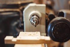 Oude machine in de workshop stock foto
