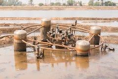 Oude machine op de kust van een meer Stock Foto