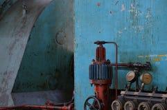 Oude machines in oude fabriek royalty-vrije stock afbeeldingen