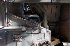 Oude machines van een verlaten fabriek Stock Foto's