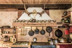 Oude manier houten keuken royalty-vrije stock fotografie