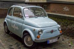 Oude massaproduktieauto Fiat Nouva 500 Stock Foto's