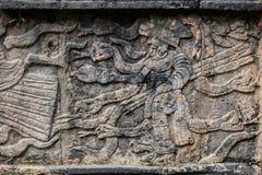 Oude Mayan muurschildering die de pijlen van een strijdersholding afschilderen Royalty-vrije Stock Afbeelding