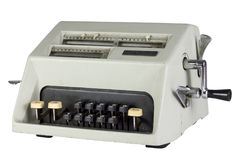 Oude mechanische die calculator op witte achtergrond wordt geïsoleerd Royalty-vrije Stock Afbeelding
