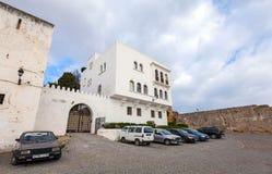 Oude Medina-straatmening met auto's Tanger, Marokko Royalty-vrije Stock Afbeeldingen