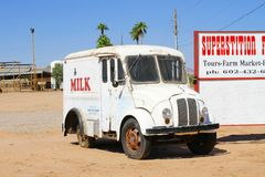 Oude melkvrachtwagen als verkoopbevordering Stock Foto's