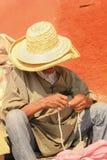 Oude mens die een rozentuin houden marrakech marokko Royalty-vrije Stock Fotografie