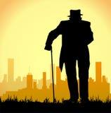 Oude mens die met een stok lopen Royalty-vrije Stock Foto