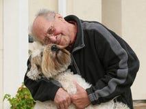 Oude mens en zijn hond Royalty-vrije Stock Afbeelding