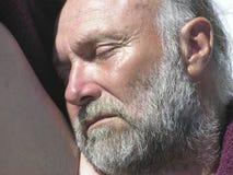 Oude mens met kastanjebruine handdoek 08 Stock Foto