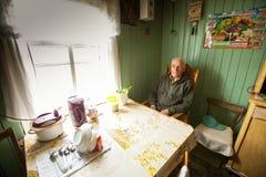 Oude mens Veps - kleine Finno-Ugric mensen die op grondgebied van het gebied van Leningrad in Rusland leven Royalty-vrije Stock Fotografie