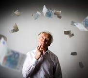 Oude mens in wit en Euro Stock Afbeeldingen