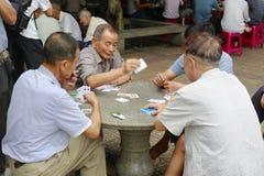 Oude mensen die kaarten plalying Royalty-vrije Stock Afbeelding