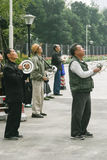 Oude mensen die vliegers in chengdu, China vliegen Stock Foto