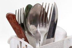 Oude messen, vorken en lepels in de tribune Stock Foto