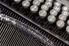 Oude metaalschrijfmachine stock afbeelding