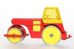 Oude metaalstuk speelgoed wegwals stock afbeelding