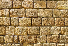 Oude middeleeuwse die muur van steen wordt gemaakt Stock Afbeeldingen