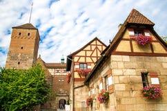 Oude middeleeuwse kasteel Heidense Toren Kaiserburg, Nurnberg, Duitsland stock foto