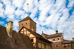 Oude middeleeuwse kasteel Heidense Toren Kaiserburg, Nurnberg, Duitsland stock afbeelding