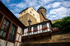 Oude middeleeuwse kasteel Heidense Toren Kaiserburg, Nurnberg, Duitsland royalty-vrije stock afbeeldingen