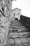 Oude middeleeuwse keiweg De Zwart-witte foto van Peking, China Stock Afbeeldingen