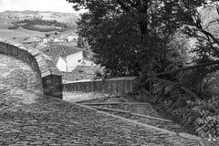Oude middeleeuwse keiweg De Zwart-witte foto van Peking, China Stock Foto's