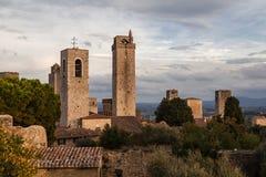 Oude middeleeuwse kleine stad San Gimignano in Toscanië, Italië stock foto's