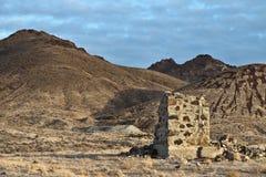 Oude mijnbouwplaats in de woestijn van Nevada Stock Foto