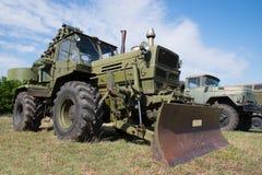 Oude militaire techniek Gepantserde bulldozer stock afbeeldingen