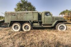 Oude militaire vrachtwagen Stock Foto's