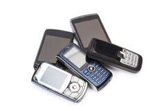 Oude mobiele telefoons in een verwijderde mening stock fotografie