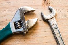 Oude moersleutel en moersleutel Stock Foto
