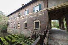 Oude molen in het Monza-Park Stock Afbeeldingen