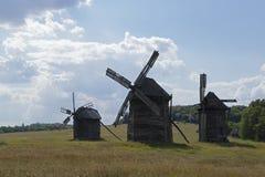 Oude molens stock afbeeldingen